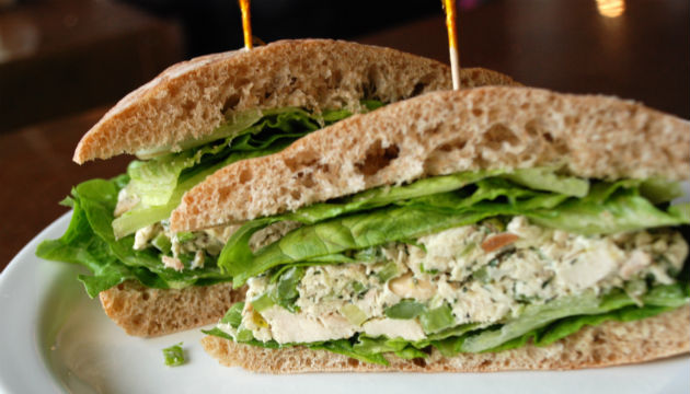 Chicken_salad_sandwich_01