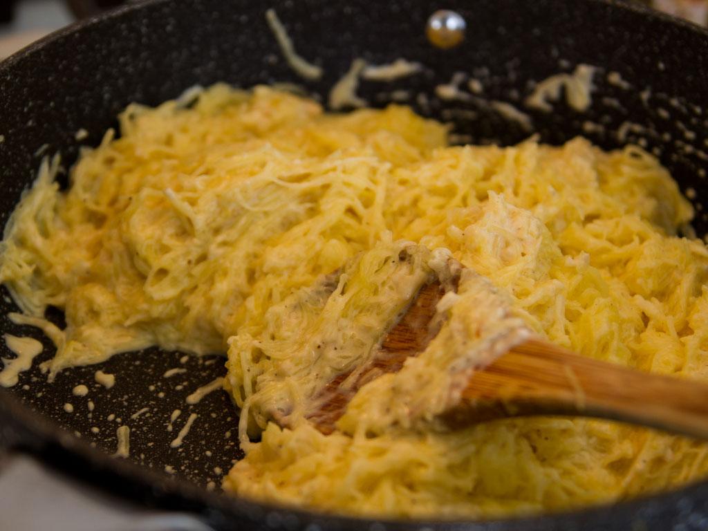 spaghetti-squash-alfredo-boats-02