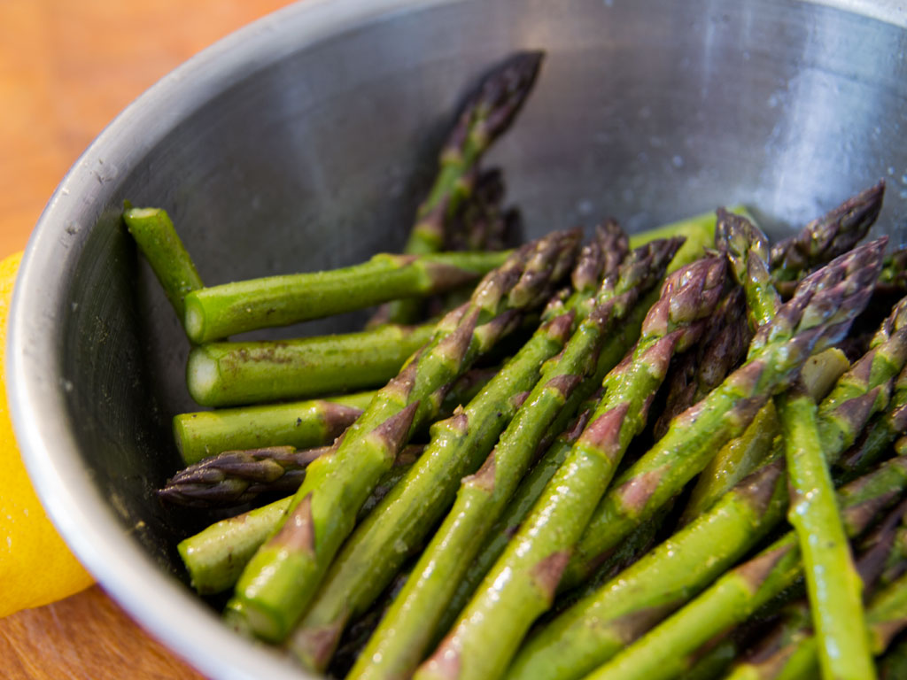 grilled-asparagus-and-pea-shoot-salad-02