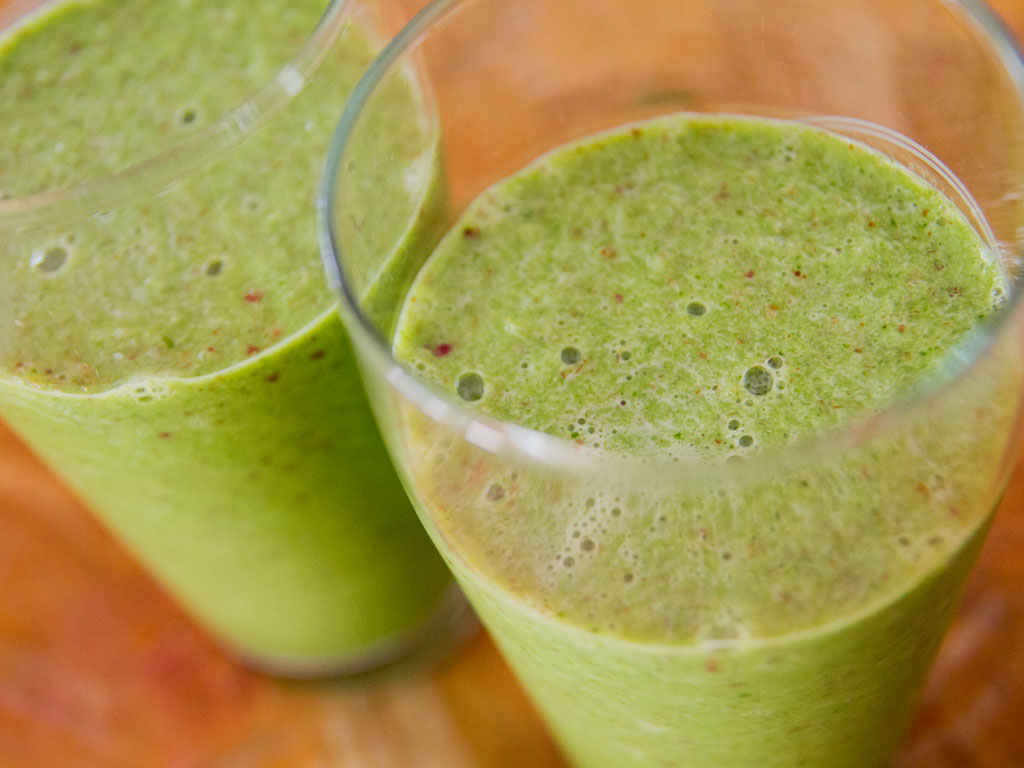 kale-and-apple-smoothie-01
