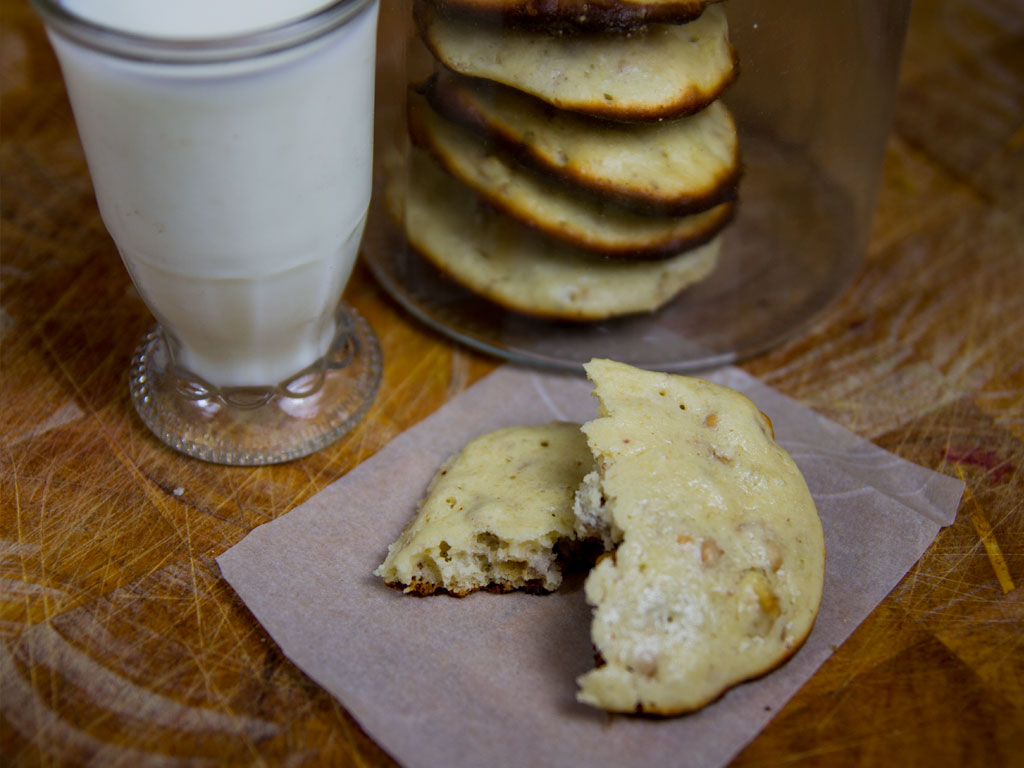 low-carb-powerhouse-peanut-butter-and-walnut-biscuits-01