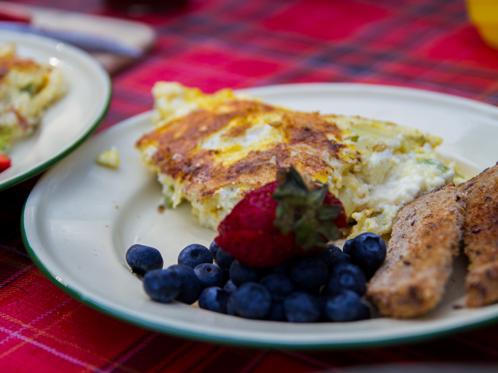 easy-camping-weekend-feta-and-vegetable-omelet-01