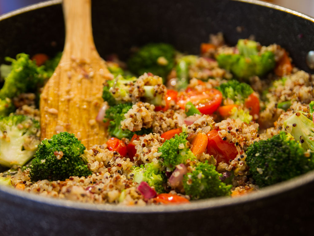 broccoli-asparagus-and-quinoa-stir-fry-02