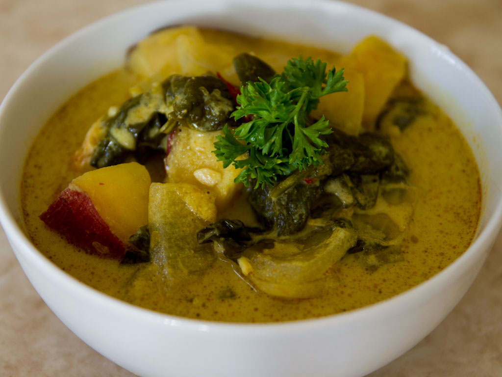 crockpot-curry-soup-with-sweet-potato-chicken-spinach-01