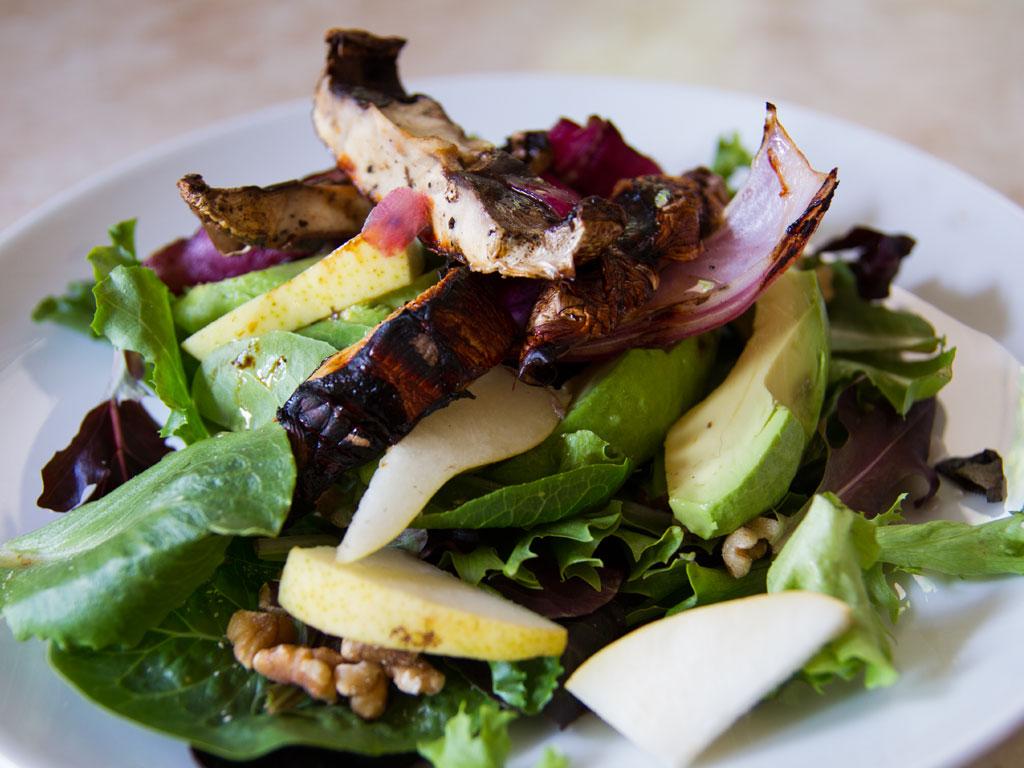 walnut-avocado-and-pear-salad-01