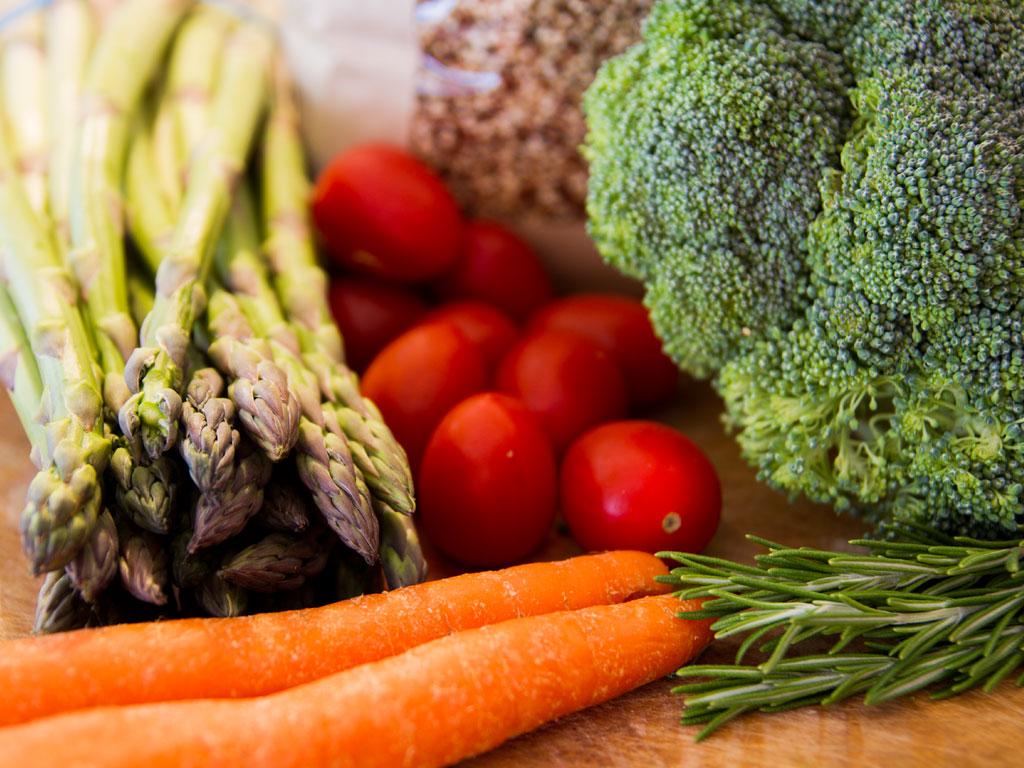 broccoli-asparagus-and-quinoa-stir-fry-01