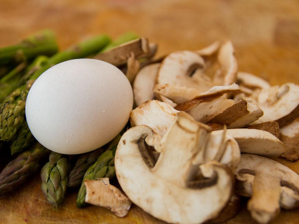 mushroom-and-asparagus-baked-omelet-02